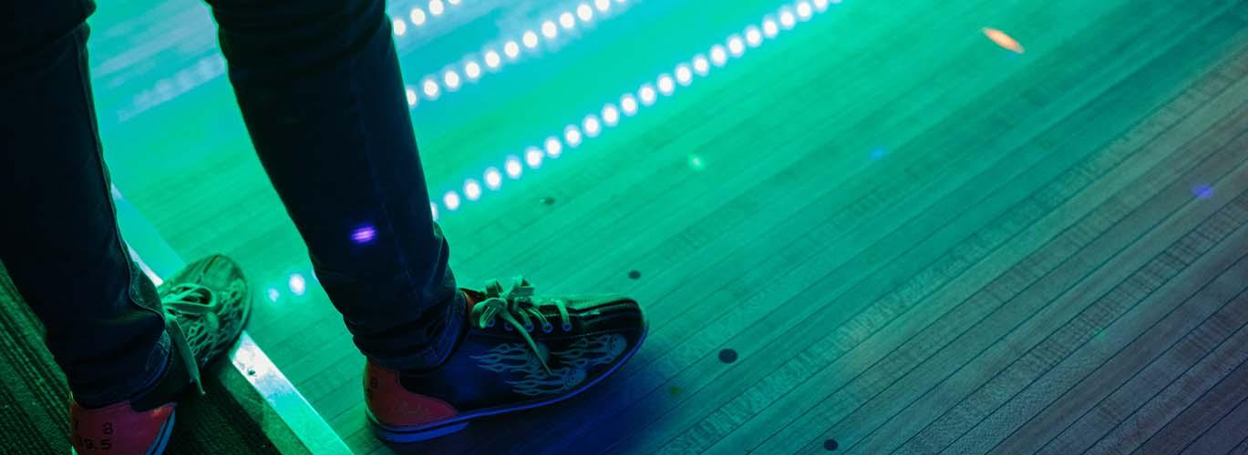Image - Bowling lanes at GameWorks